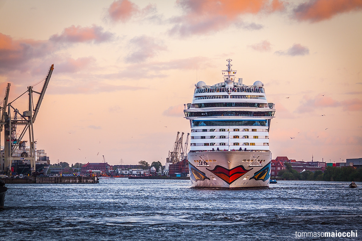 Photograph AIDAblu in Hamburg by Tommaso Maiocchi on 500px
