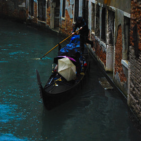 Gondolier in trouble