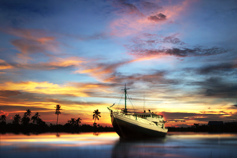 Photograph Last ship by 3 Joko on 500px