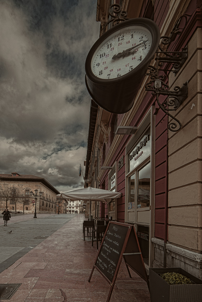 Photograph The clock by Paco López on 500px