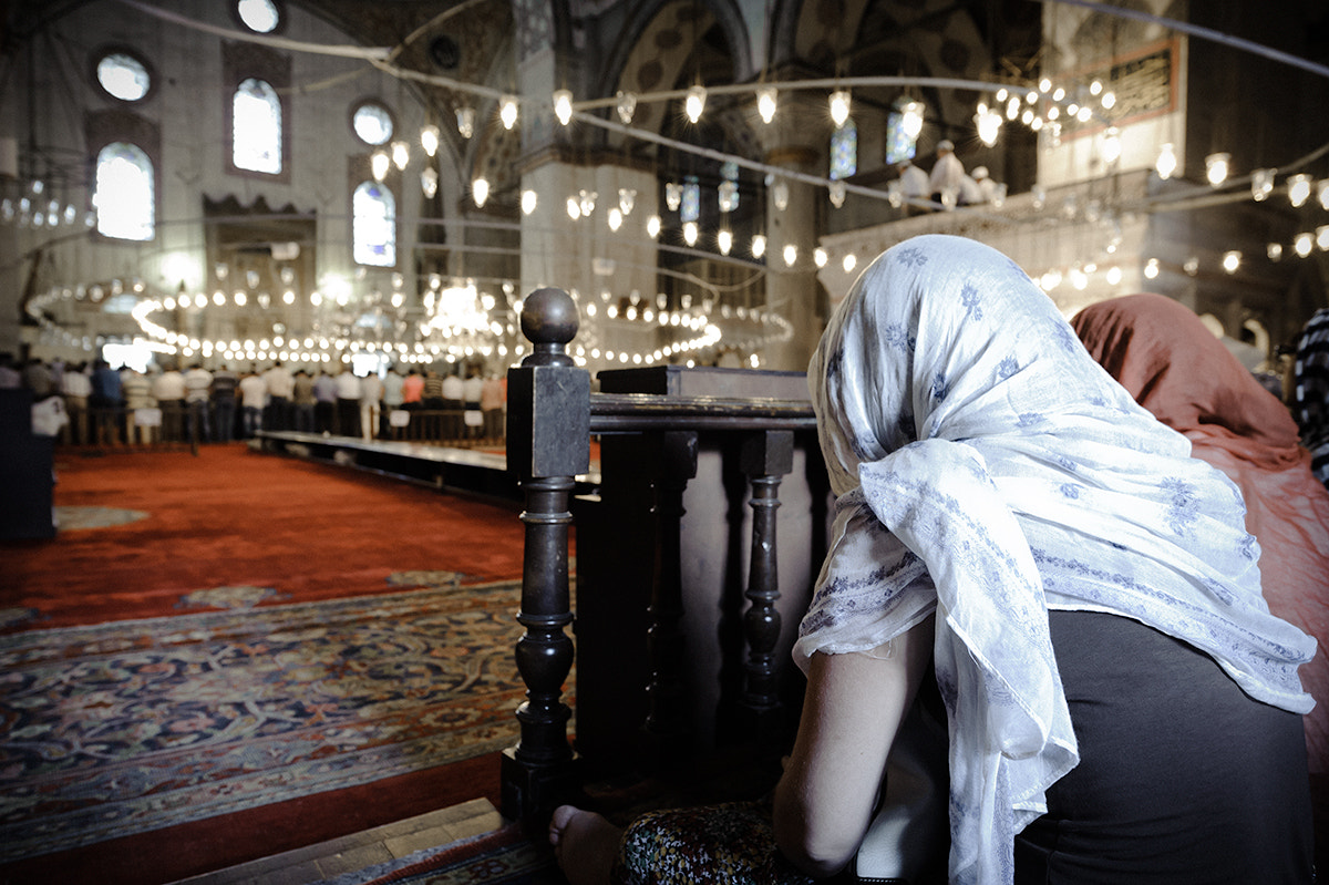 Photograph ...in the mosque by Manuel Romeo on 500px