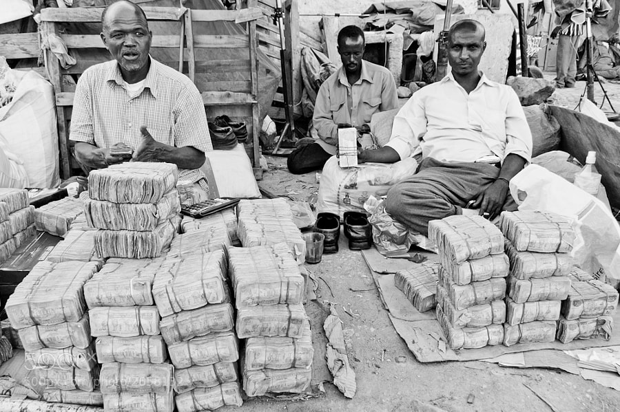 Curency exchangers, black market Hargueisa, Somalia