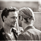 Постер, плакат: Chris Hemsworth & Tom Hiddleston