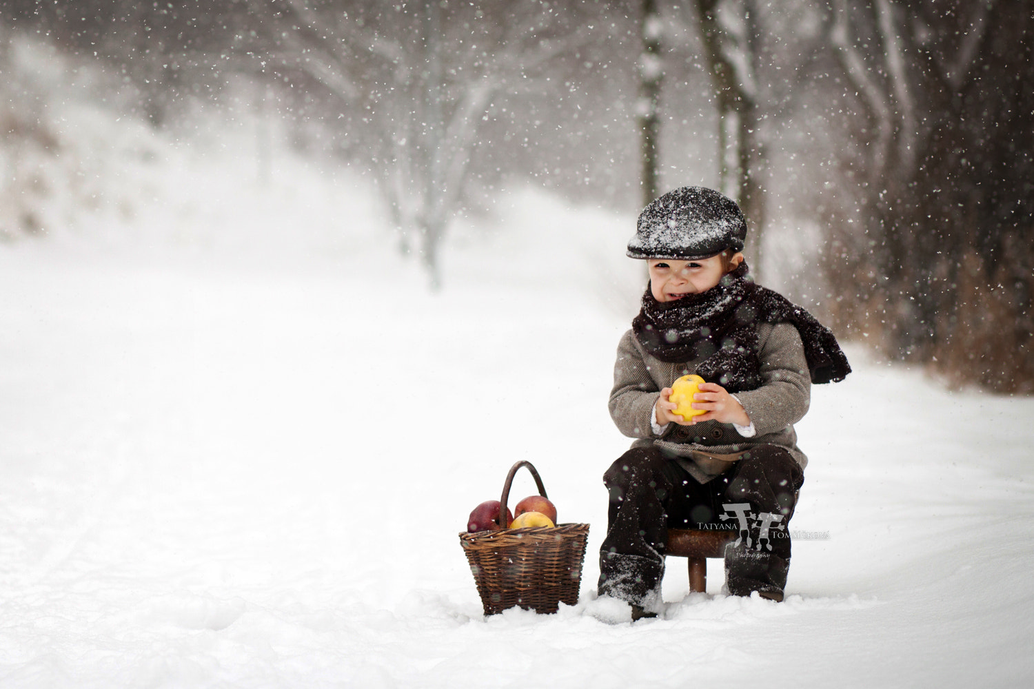 Photograph The little apple seller by Tatyana Tomsickova on 500px