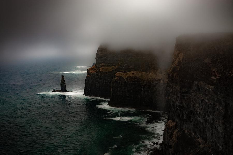 foggy cliffs, автор — Roger Dyga на 500px.com