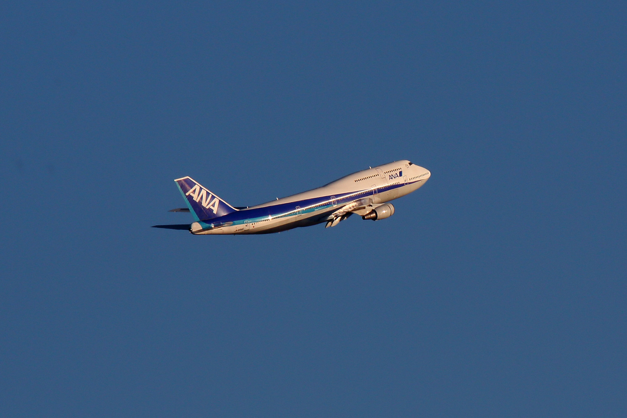 Photograph ANA Boeing 747-400 after taking off by Kat Konishi on 500px