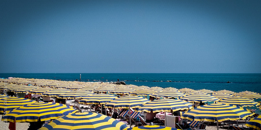 Un campo di ombrelloni by Il Gigante ... on 500px.com