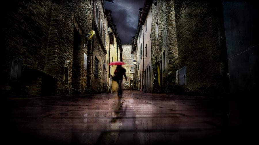 Red umbrella in the alley, автор — Nicodemo Quaglia на 500px.com