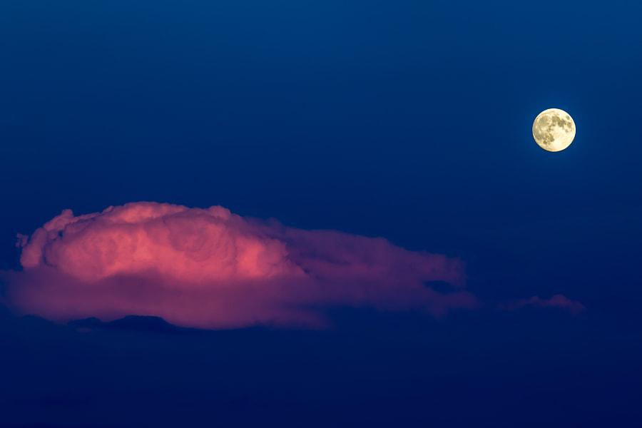 Moon and cloud, автор — Andreas Käser на 500px.com