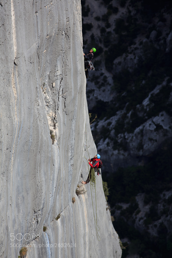 Italian climbers trying hard to free the 'aid' pitch on the mega-classic Pichenibule.