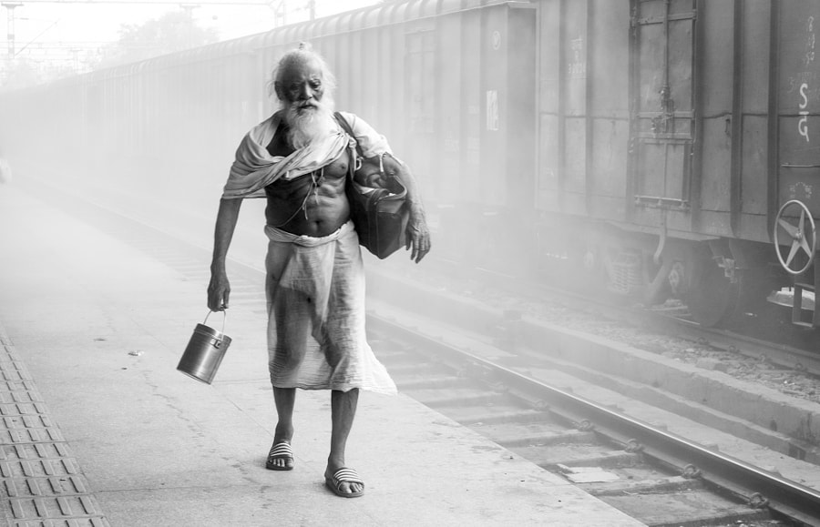 Gare Inde, Mathura by Geoffrey Greslin on 500px.com