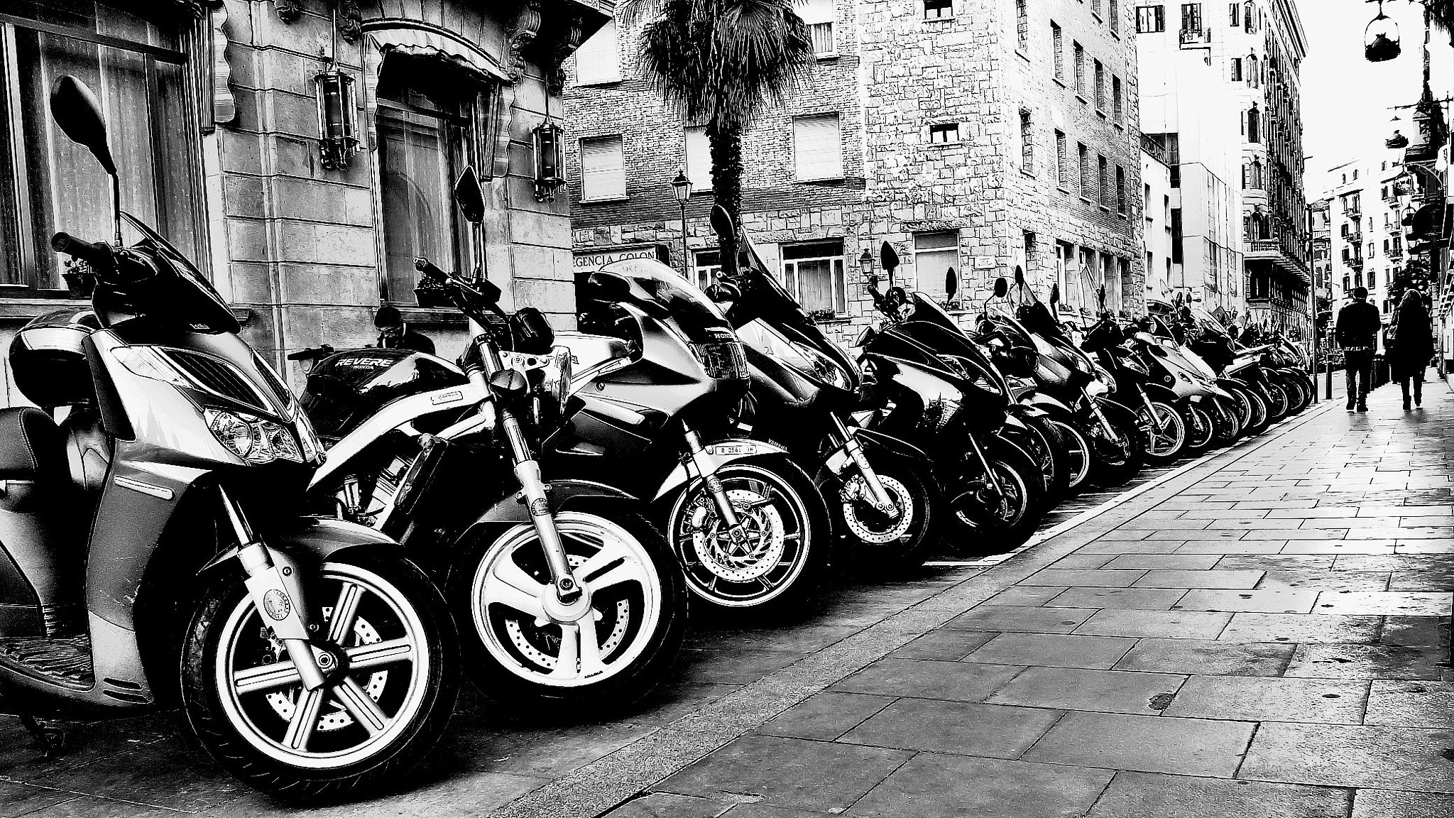Photograph Hilera de motos by Joan Oliveras on 500px