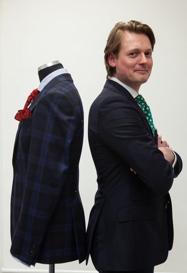 Paul Kommandeur, Costume Code