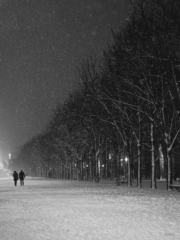"""That night was pretty special, walking in an almost deserted snow Paris and thinking, this is all mine to photograph :)  <a href=""""http://nightgrain.tumblr.com/"""">Photoblog</a> <a href=""""https://plus.google.com/u/0/107130569280062375128/posts"""">Google+</a>"""