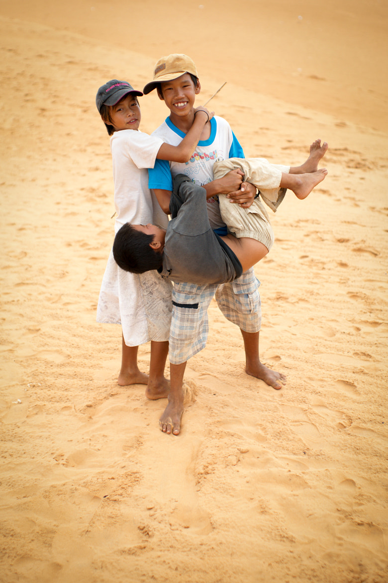Photograph Children playing at Mui Ne Sand Dunes by Tuan Dinh on 500px