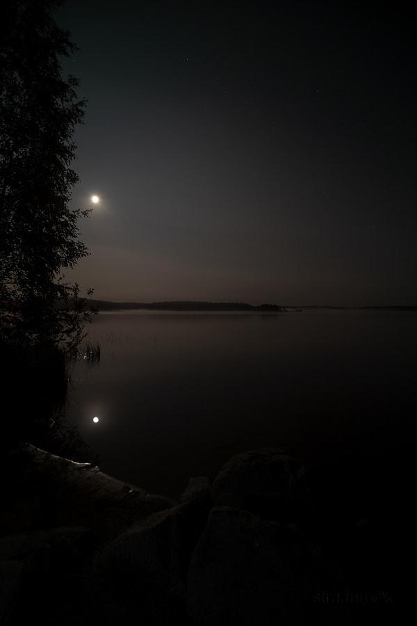 Лунная ночь на реке Сегеже, Карелия, Россия. moonlit night on the river segezha, karelia, russia