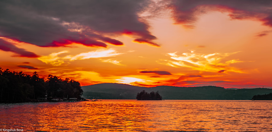 Sunset over Lake Winnipesaukee, автор — Kingshuk Bose на 500px.com