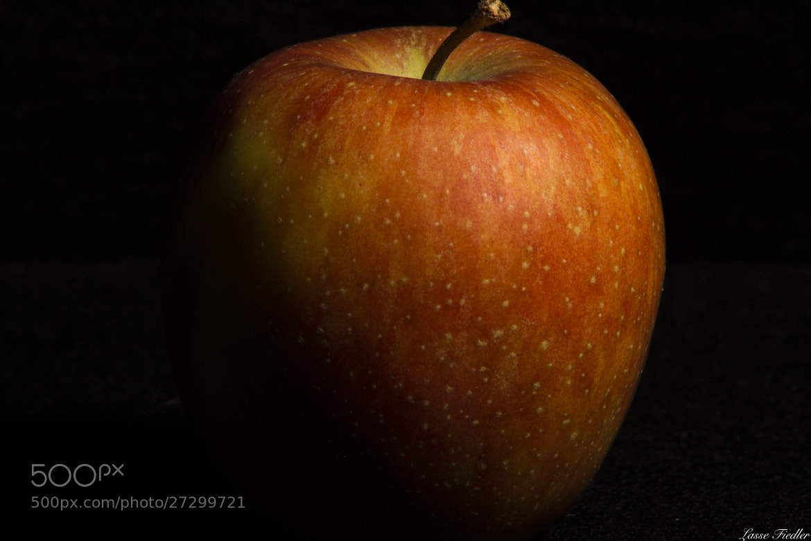 Photograph Apple by Lasse Fiedler on 500px