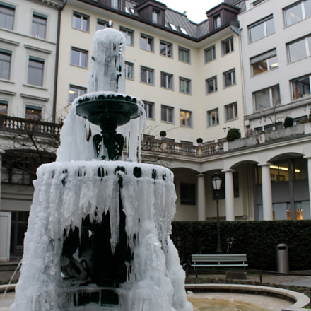 Frozen water ,  Zürich