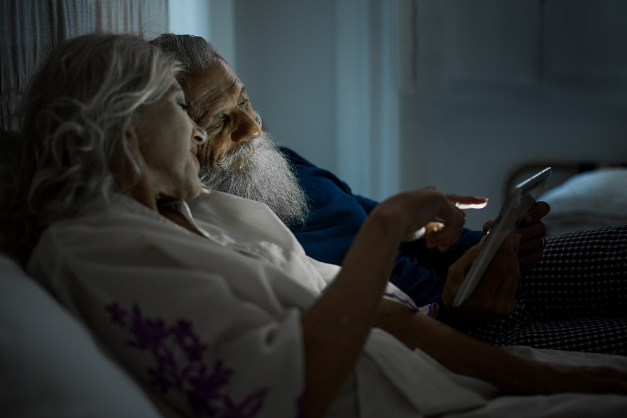 Senior couple lifestyle moments at home by Cristian Negroni on 500px.com