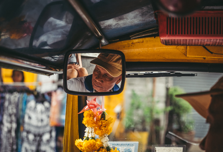 thai in the mirror by Maurizio Leonardi on 500px.com