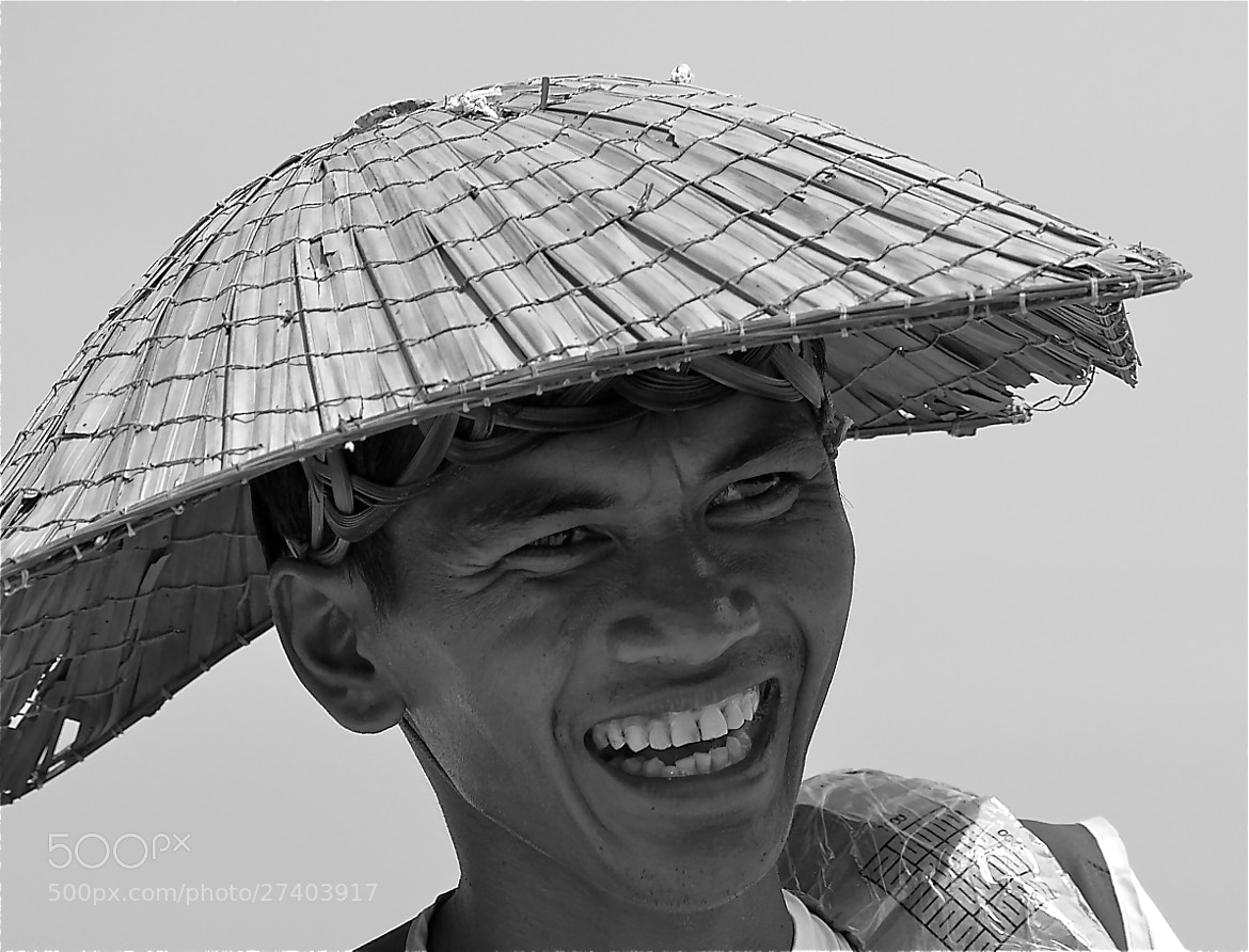 Photograph Happy seller in Asia  by Georgios Kalogeropoulos on 500px