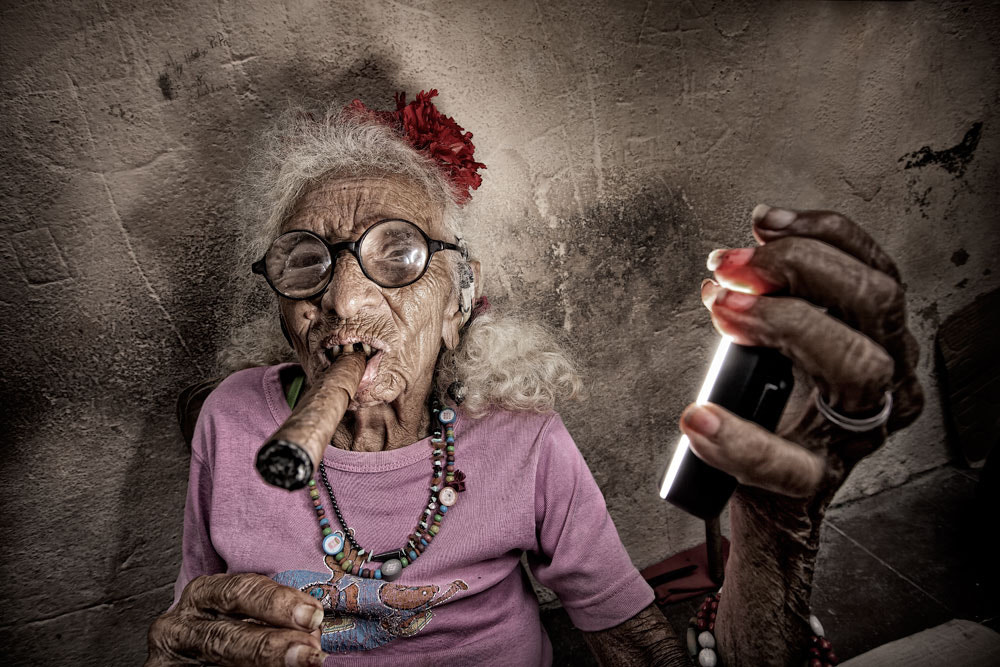 Photograph Woman with Habano by Jorge Pozuelo on 500px