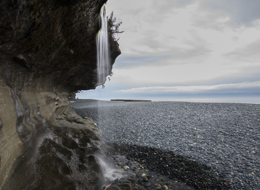 Behind a small waterfall at Sandcut beach on Vancouver Island., автор — Mark Bowen на 500px.com