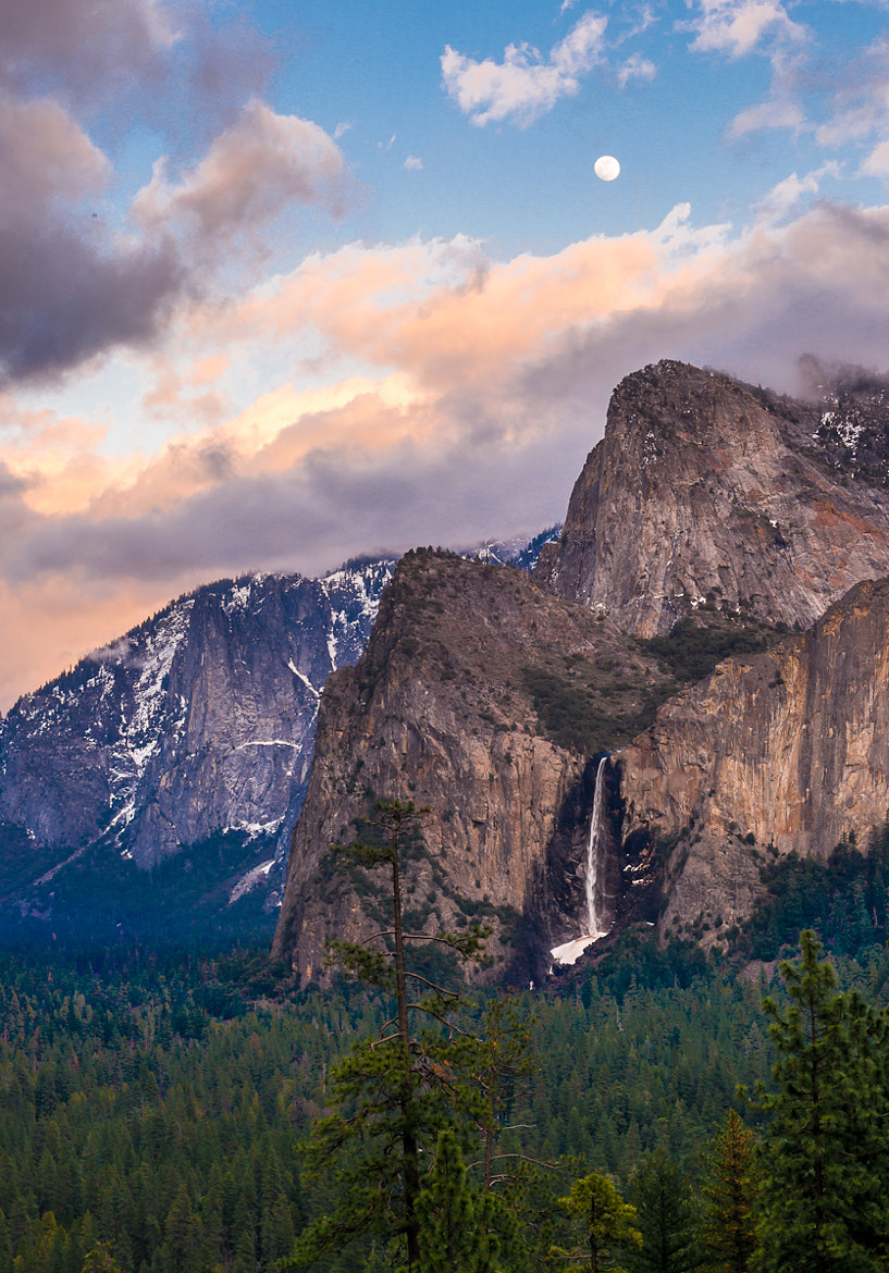 Photograph Moonrise over Bridalveil falls by Susan Bell  on 500px