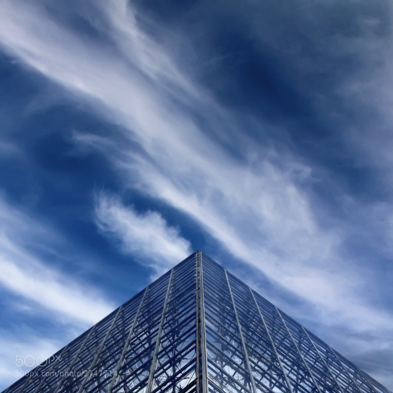 Photograph The Pyramid at Louvre by Carlos Gotay on 500px