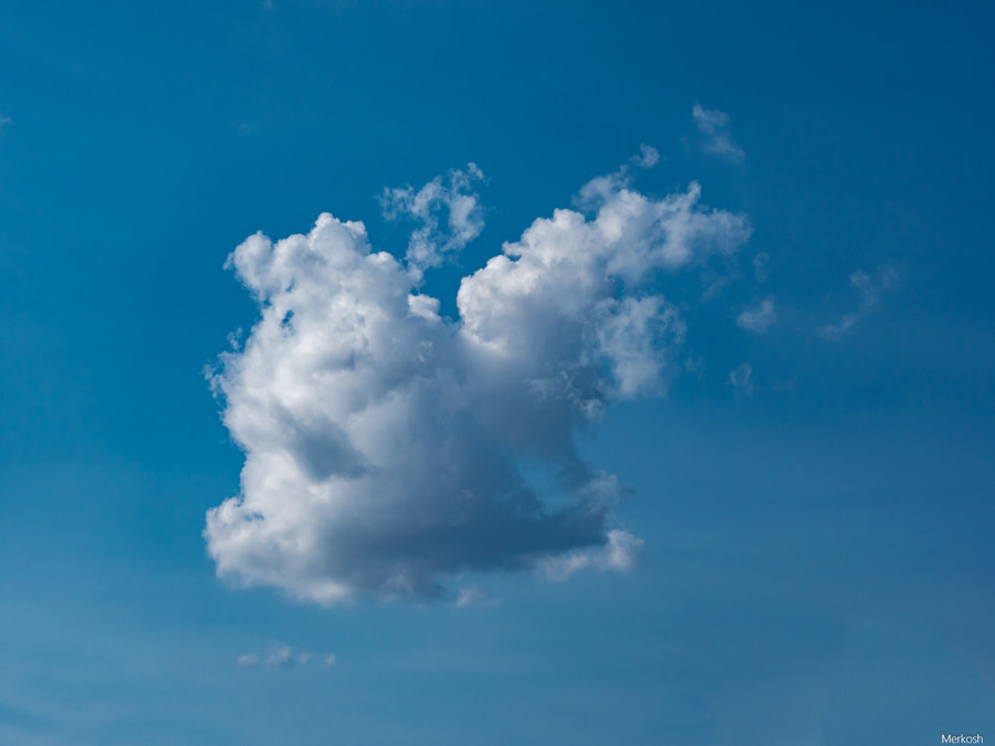 There is a cloud up in the sky von merkosh auf 500px.com