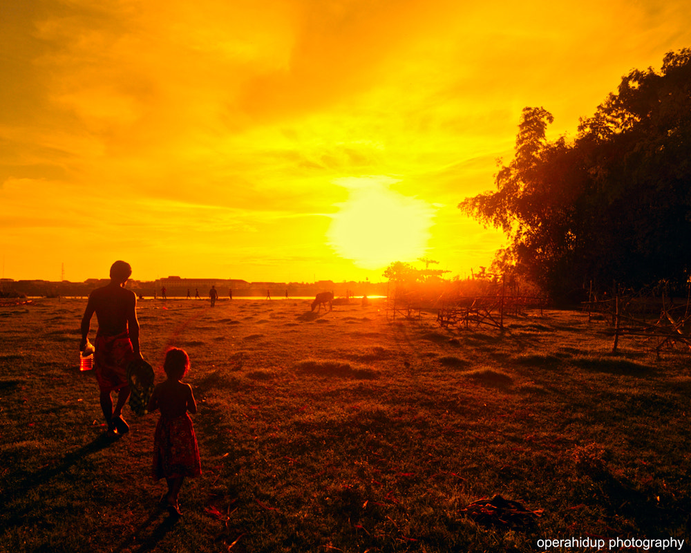Photograph SUNSET IN KAMPUNG CHAMP,CAMBODIA by OPERAHIDUP PHOTOGRAPHY on 500px