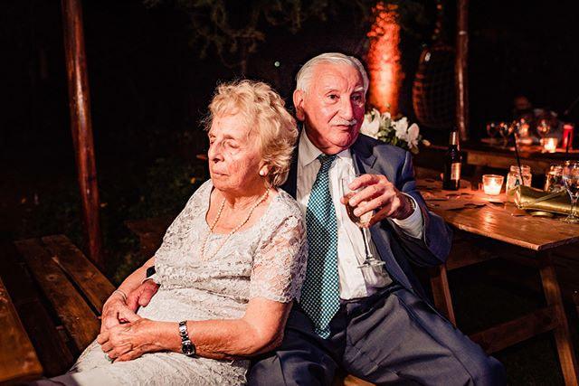 Ella sus manos. Él su sostén. Ellos x 1000 Primaveras más juntos  . #LaBodaDeAgusYGas Mail:... by Christian Holz on 500px.com