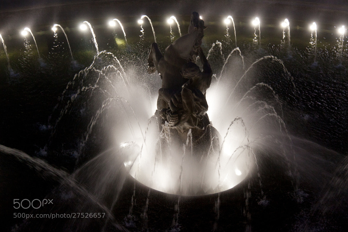 Photograph The light and the fountain by Miza Monteiro on 500px