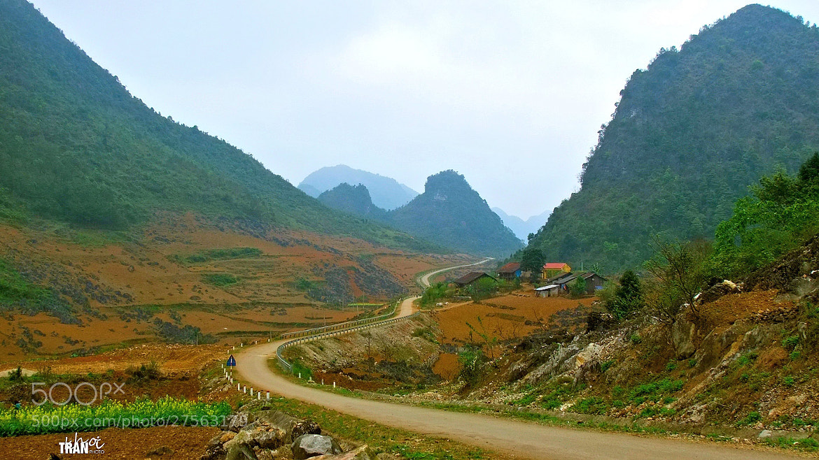 Photograph A beautiful stretch of road by Khoi Tran Duc on 500px