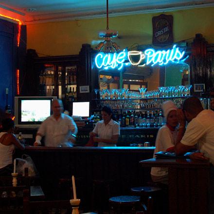 www.casecubane.com: Cafè Paris en La Habana