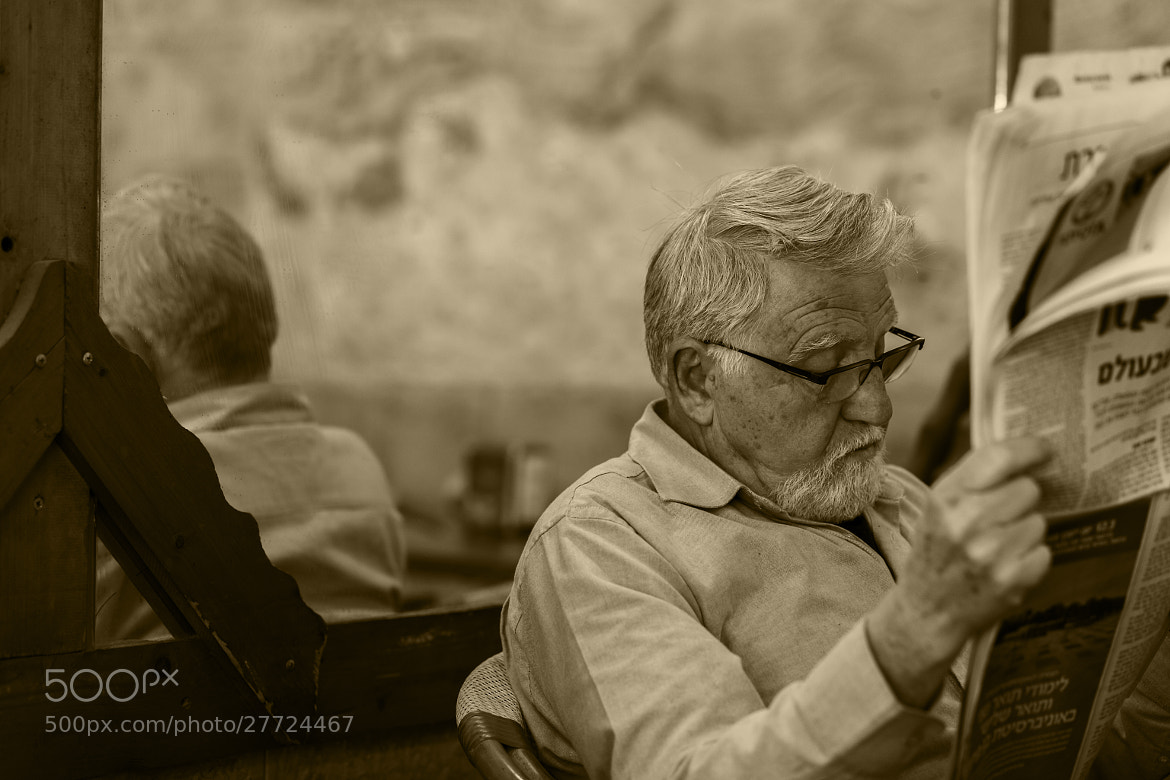 Photograph Man and a newspaper by Yaniv Nisinman on 500px
