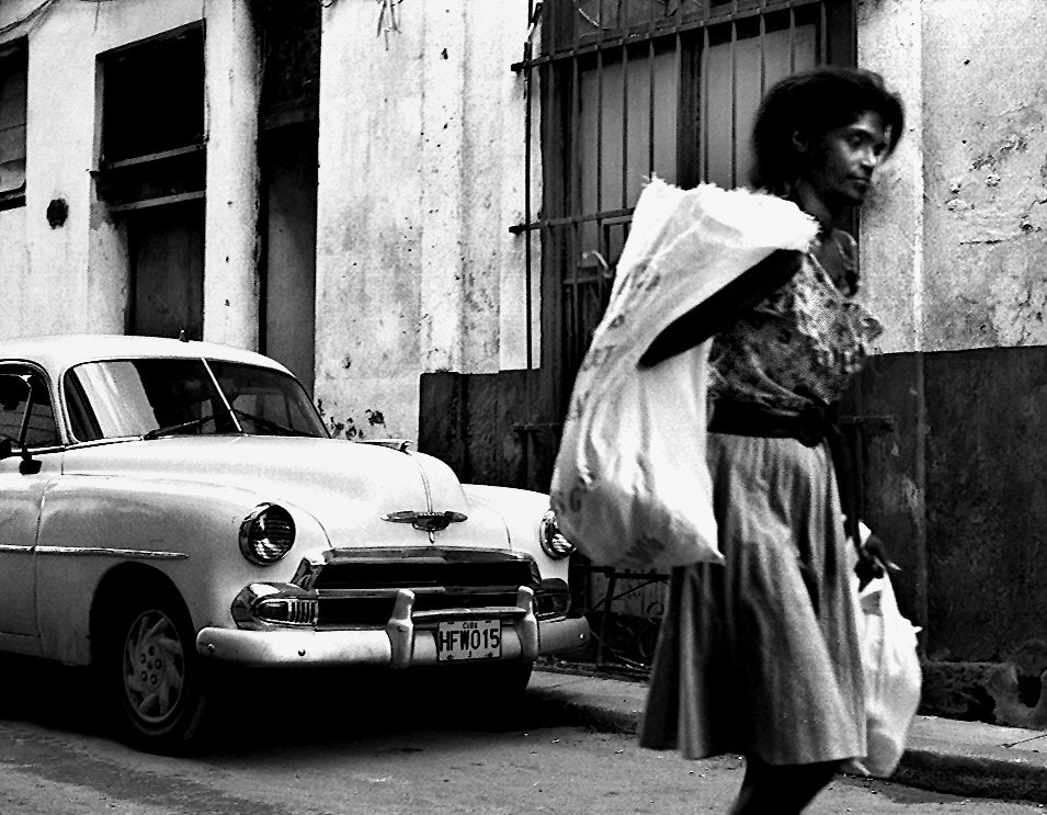 Photograph woman with baggage, havana by Mister Mark  on 500px