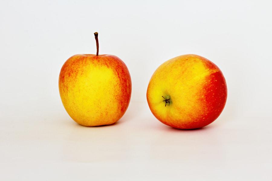 two apples by Stanislav Jermář on 500px.com