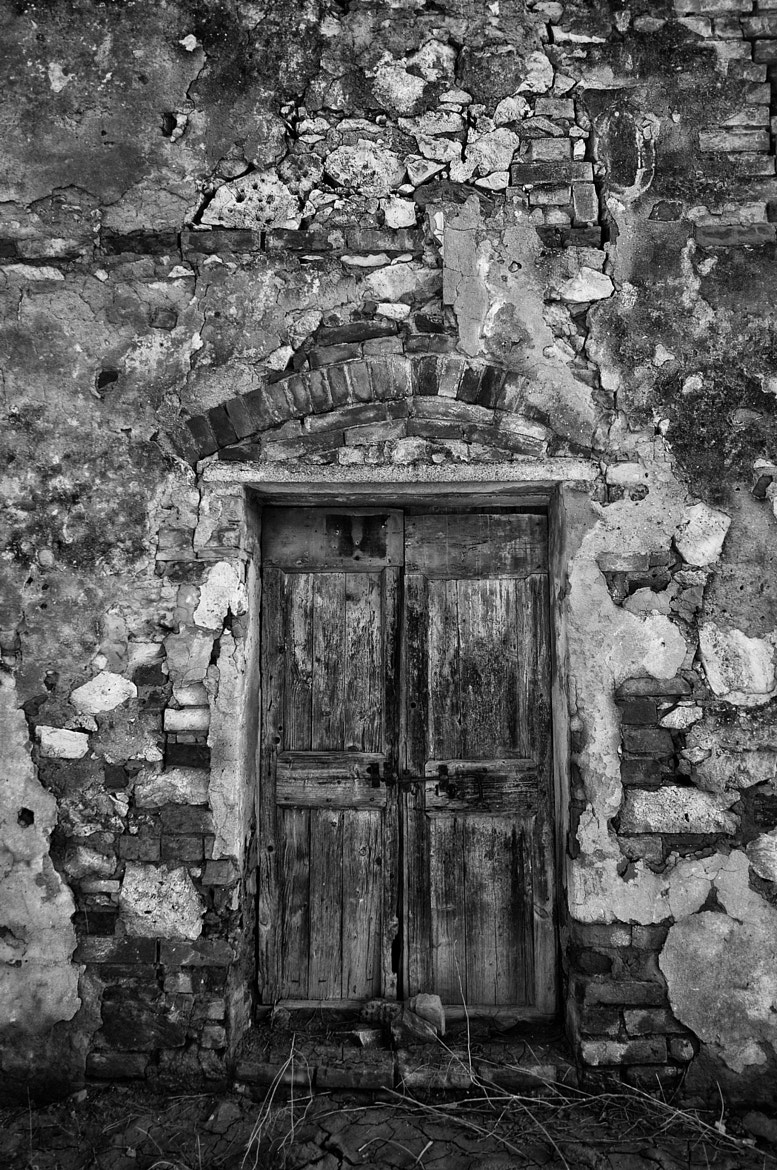 Photograph Old door (B/W) by Daniele Sangiorgio on 500px