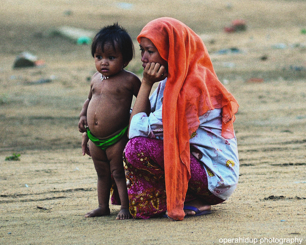 Photograph MOTHER & CHILD by OPERAHIDUP PHOTOGRAPHY on 500px