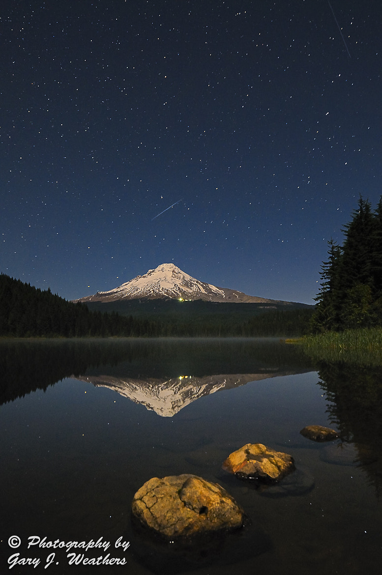Photograph Shooting stars at Trillium Lake by Gary Weathers on 500px