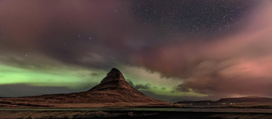 Aurora Over Kirkjufell by Jonathan Zdziarski on 500px.com
