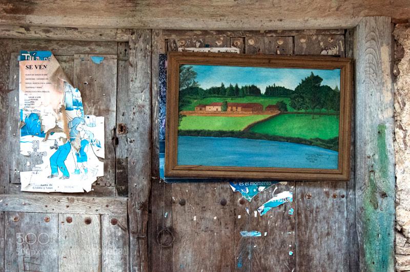 """Camino de Santiago 2012  El Acebo - Ponferrada II  ___________________________________  En Riego de Ambros colgado en una puerta.   El cuadro tiene una inscripción que dice.  ___________________________________  """" A mi amigo/a Nistal, con todo afecto """"   M. LAGO DIAZ   22/66   ________  Era dificil saber si es una """" o """" o una """" a """""""