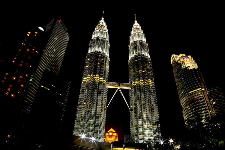 Finally made it to Borneo this year. first stop in Kuala Lumpur before taking another flight to Kuching the next day... I am not much of a city person, but Kuala Lumpur at night totally took my breath away