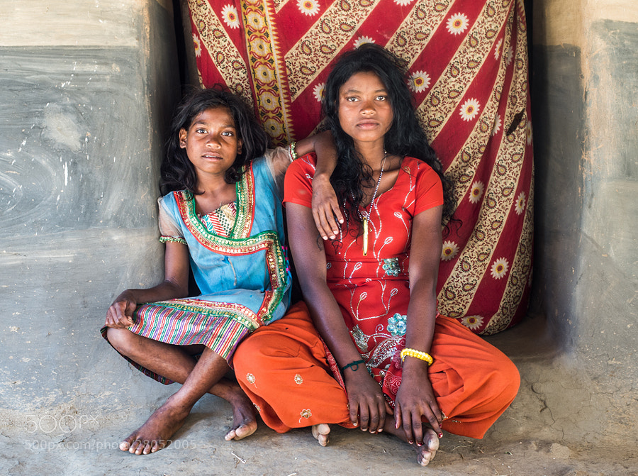 Photograph Ishya and her big sister by Travel Shots on 500px