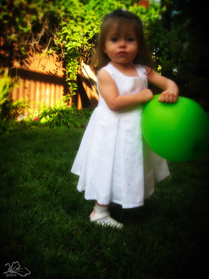 The girl with the green balloon