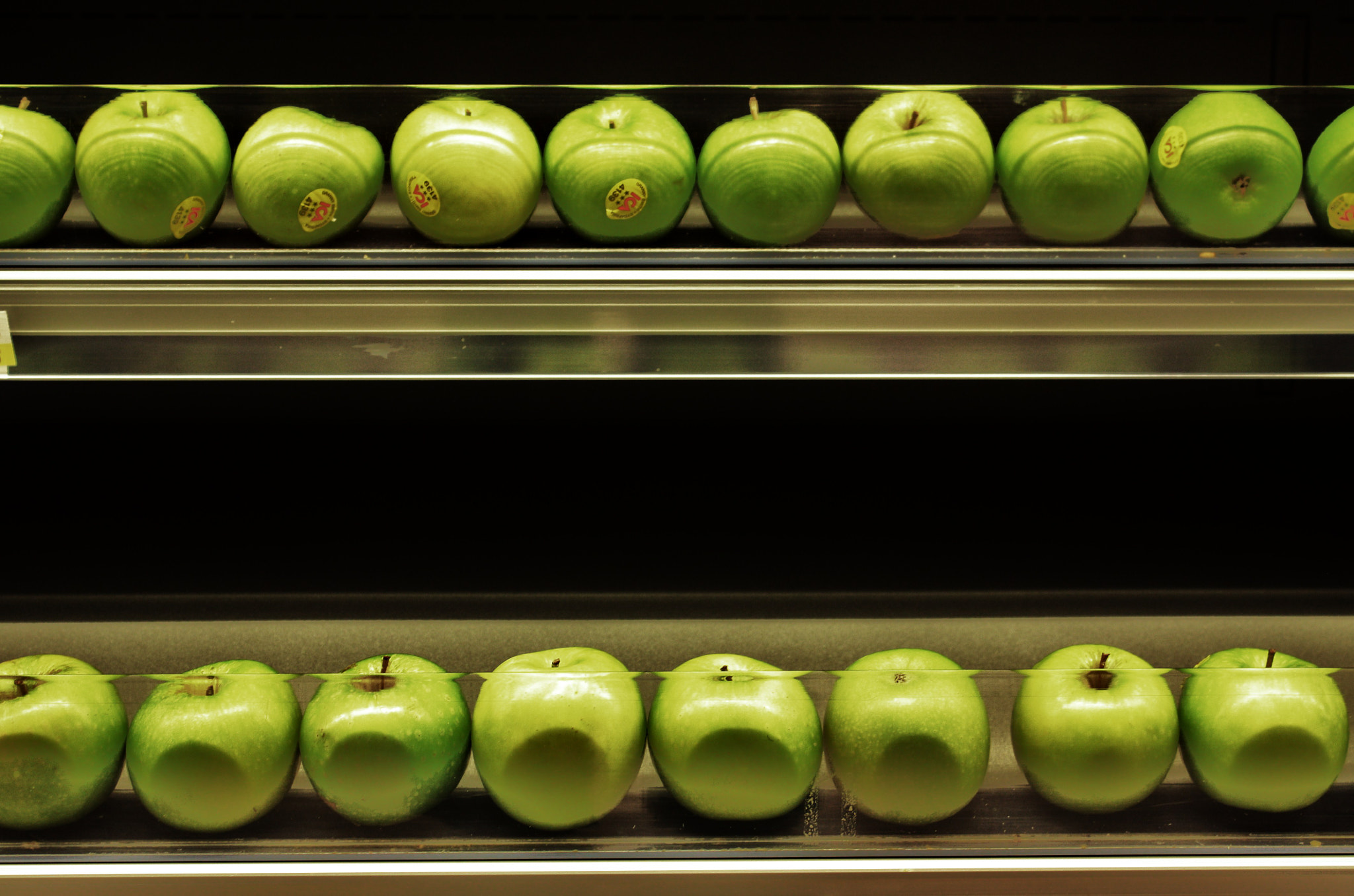Photograph Apples by Javier Antón on 500px