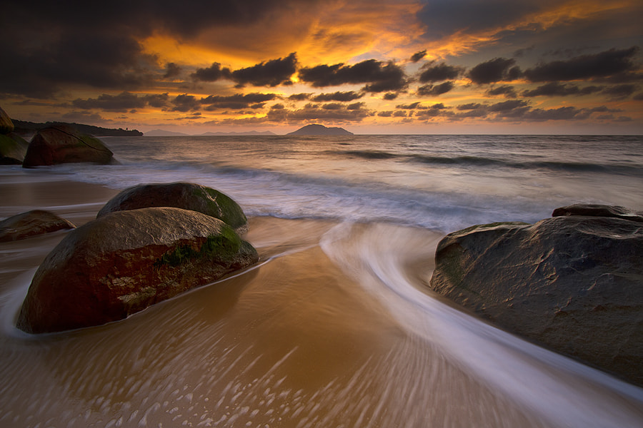 Photograph curvature waves by Erwin Julian Lie on 500px