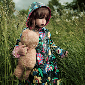 Kid with teddy bear II by Kiril Stanoev (kirilstanoev)) on 500px.com
